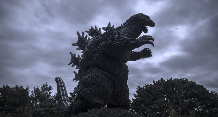 X-Plus Godzilla 1962 Vinyl Figure Review by KaijuAddicts.com.