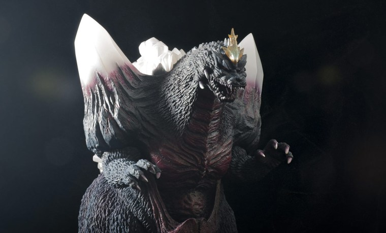 Kaiju Addicts - X-Plus Space Godzilla vinyl figure - med. shot.