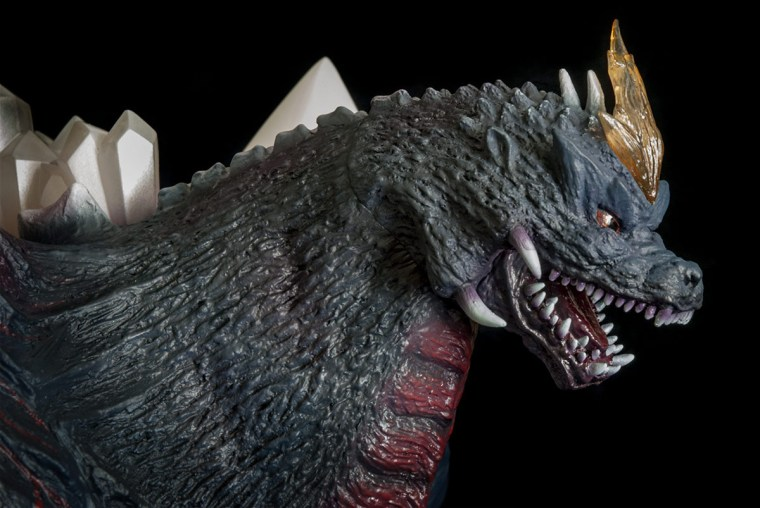 Kaiju Addicts - X-Plus Space Godzilla vinyl figure - head shot.