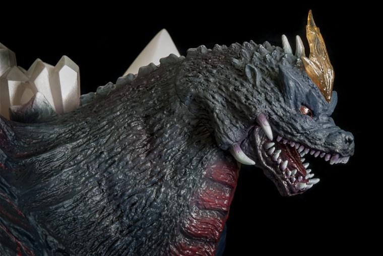 Kaiju Addicts - X-Plus Space Godzilla vinyl figure - head shot.