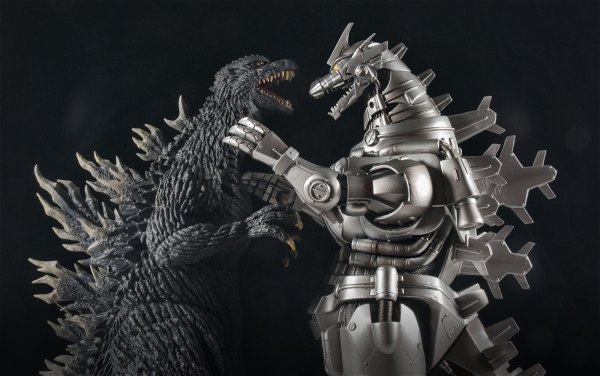 Kaiju Addicts - X-Plus Kiryu Vinyl Figure with Godzilla 2003.