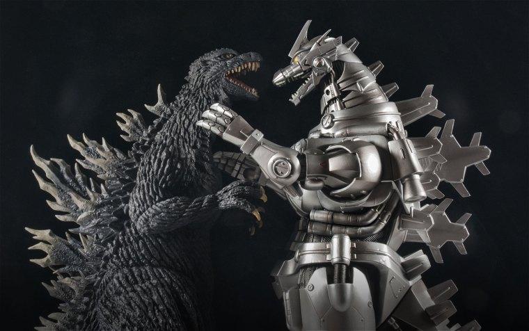 Kaiju Addicts - X-Plus Kiryu Vinyl Figure with Godzilla 2003.