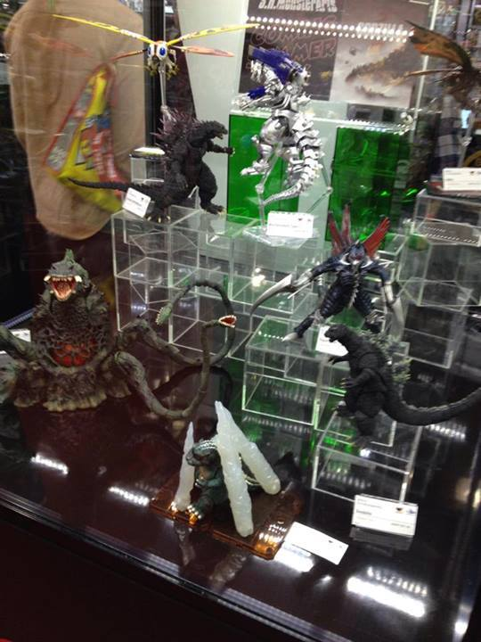 A friend of Kaiju enthusiast James Babbo attended the Toyfair and posted this photo of Bandai's S.H. Monsterarts display. This shot gives you an idea of just how massive the Biollante figure really is.
