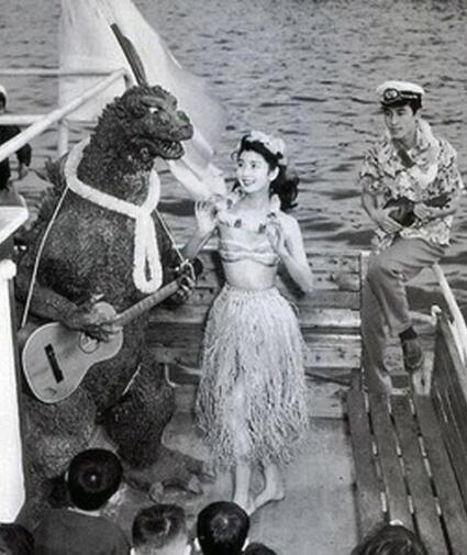 History_In_Pictures_-_Godzilla_Cast_Has_Party_After_Finishing_Filming_(1954)